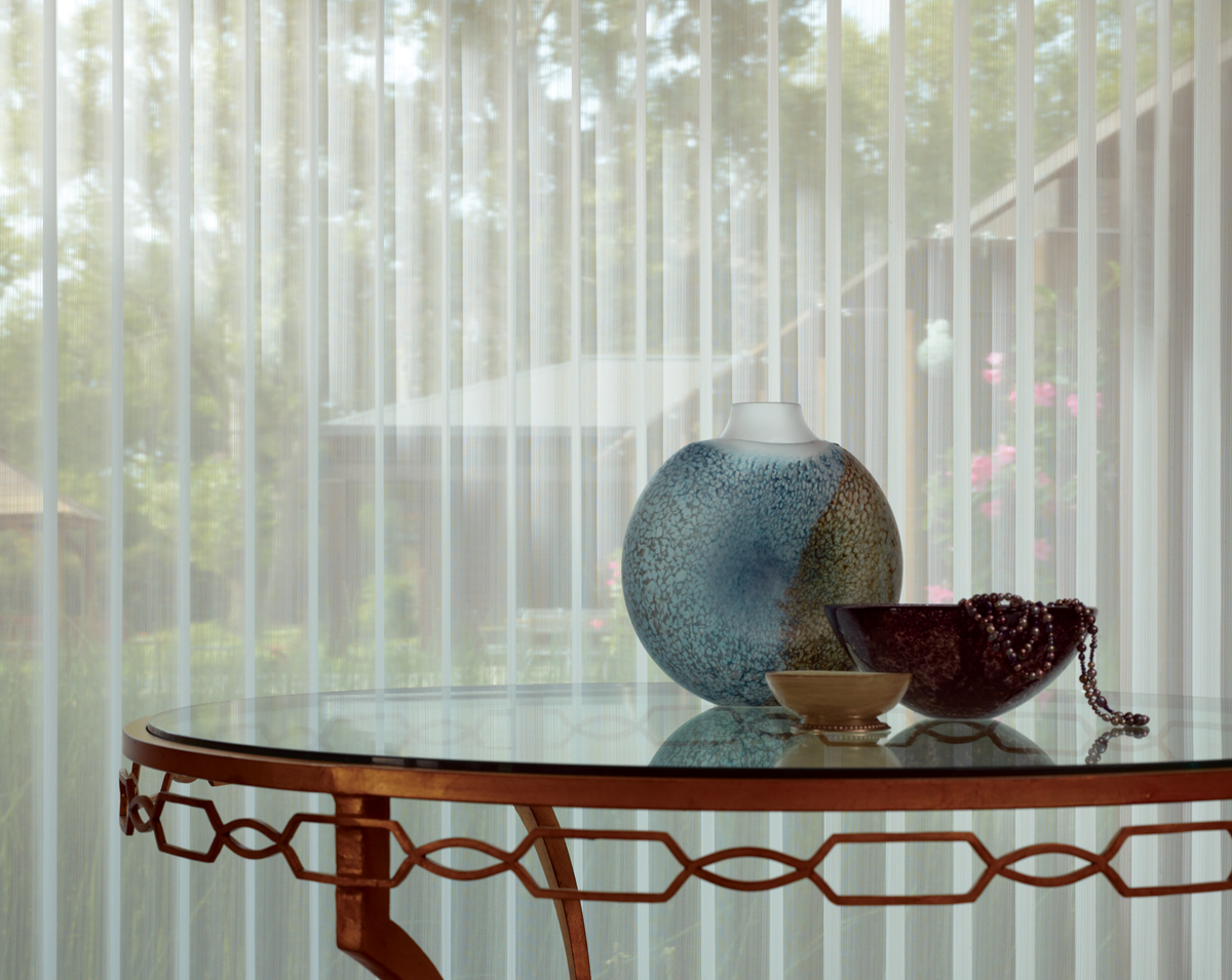 glass table with vase & bowl